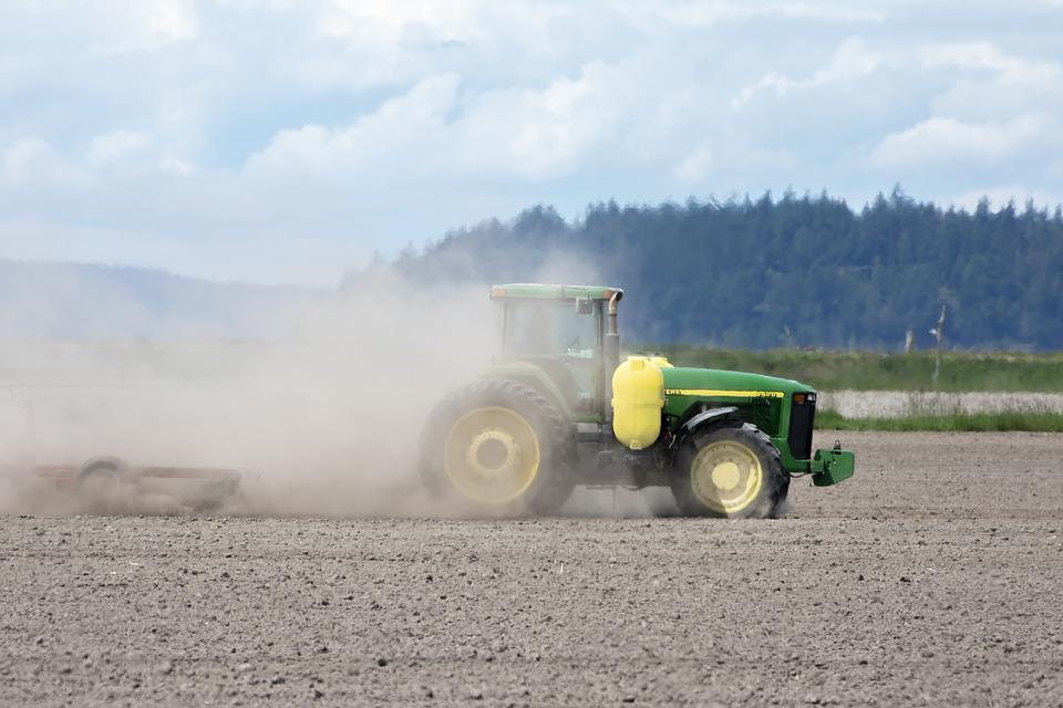 Idén az aszály miatt porszáraz földbe kerültek a magok. A talajművelés további eróziót és talajromlást okoz.